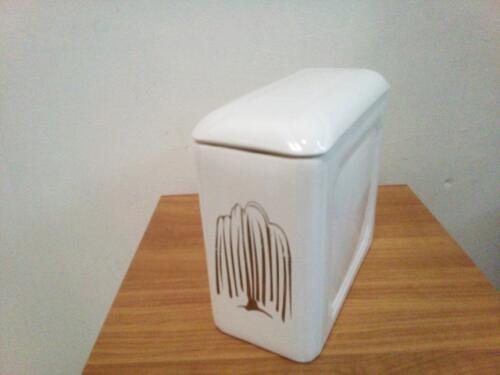 Porcelán urna